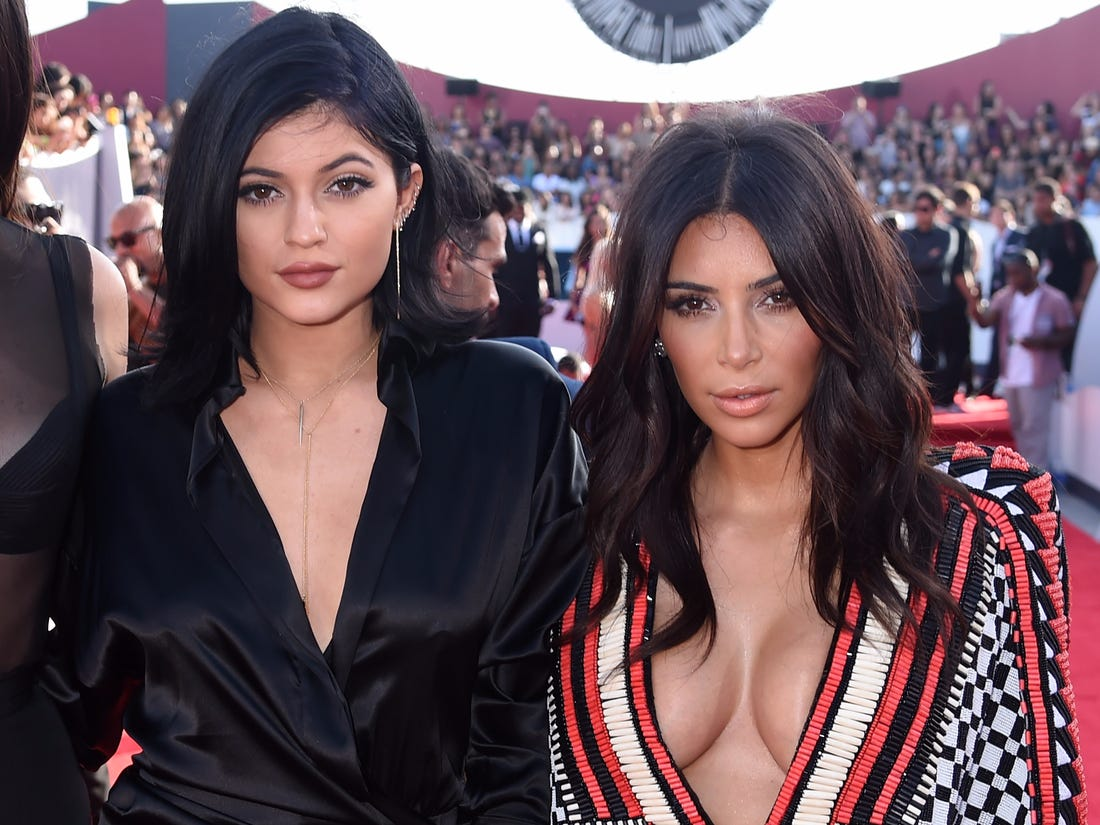 KUWTK: Kylie Jenner Begs Kim Kardashian To Take Down Throwback Pic Of Her As A Teen!