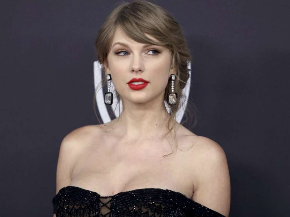 Taylor Swift's Fans Put Jake Gyllenhaal On Blast For Recent IG Post