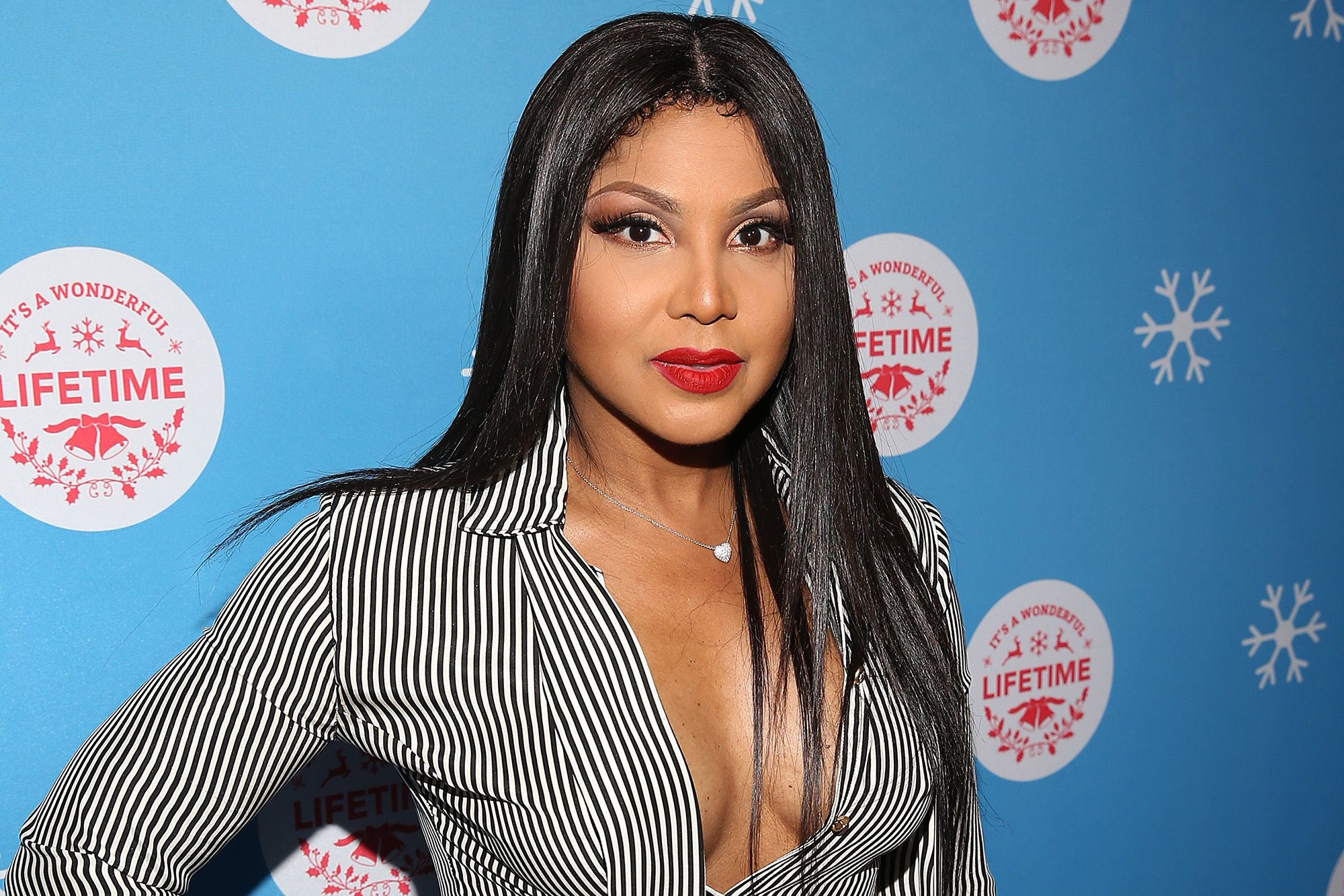 Toni Braxton Shows Fans One Of Her Favorite Masks – Check Out Her Clip