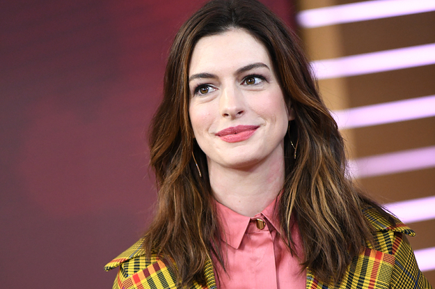 "Anne Hathaway Opens Up About Filming ""The Witches"" While Pregnant"