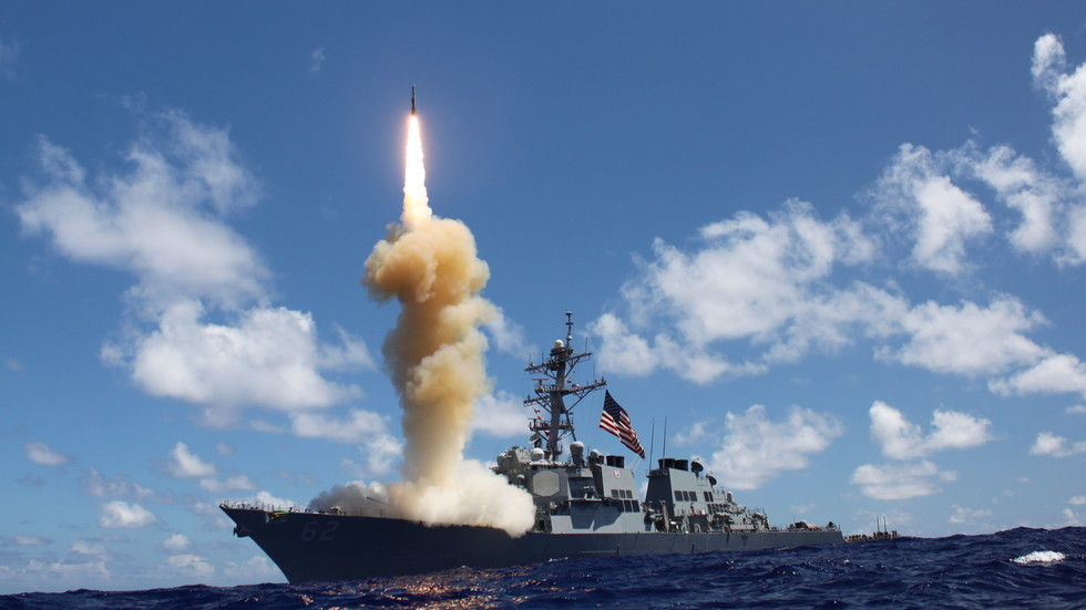 Top White House adviser threatens Russia & China with as-yet-nonexistent US hypersonic missiles