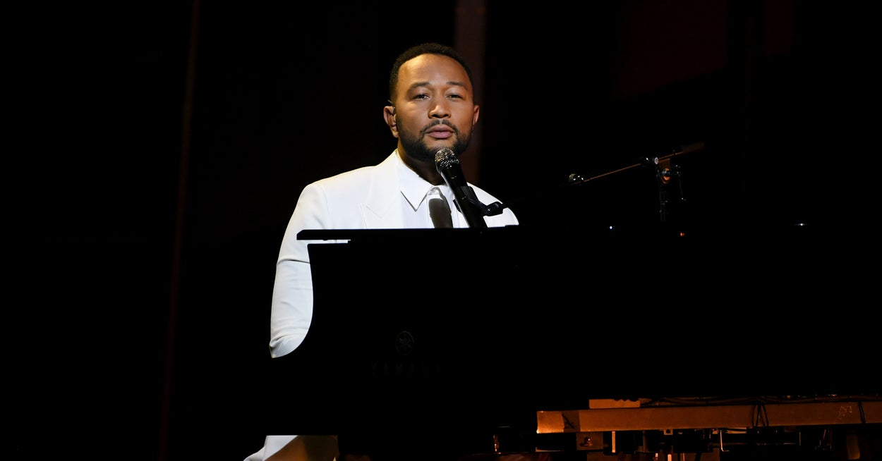 "John Legend Dedicated His Performance Of ""Never Break"" To Chrissy Teigen At The Billboard Music Awards"
