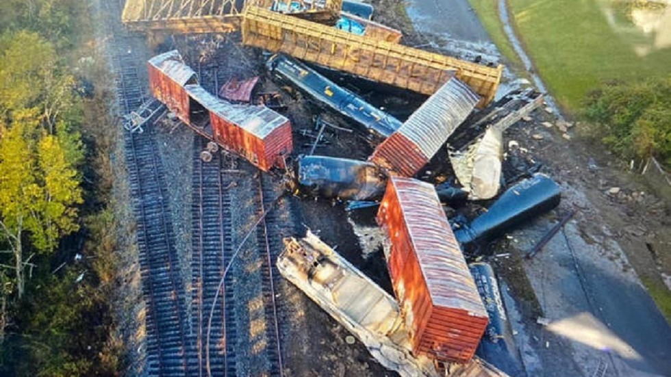 Chemical-carrying freight train derails in Texas causing pile-up & sparking evacuations (VIDEO)