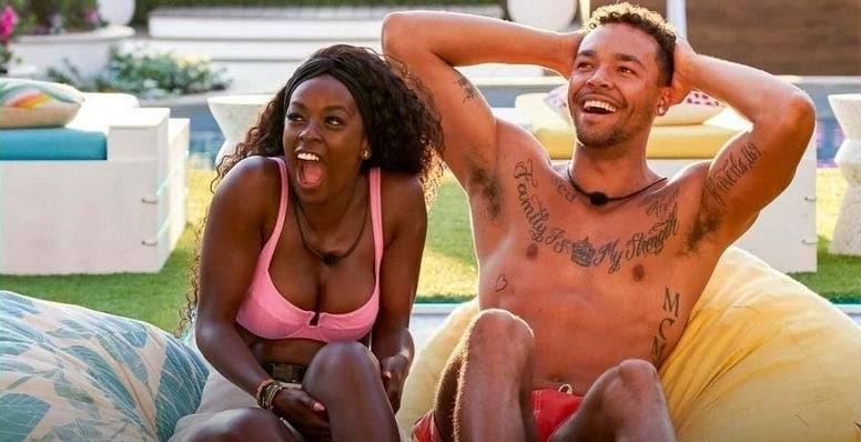 """""""Love Island"""" stars Justine and Caleb in shock by their families on the screen"""