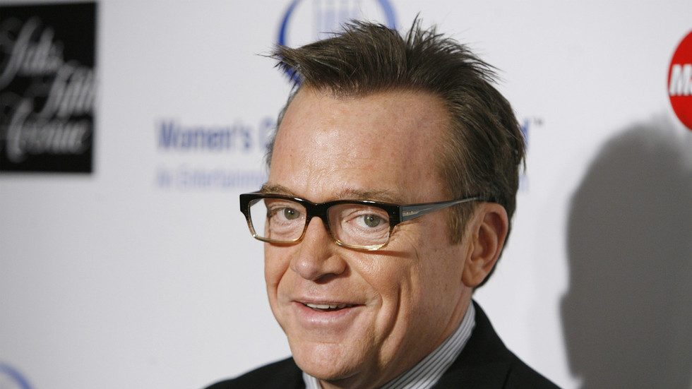 Actor Tom Arnold shares Trump aide's 'personal cell' number hours after she tests positive for Covid-19, Twitter takes no action