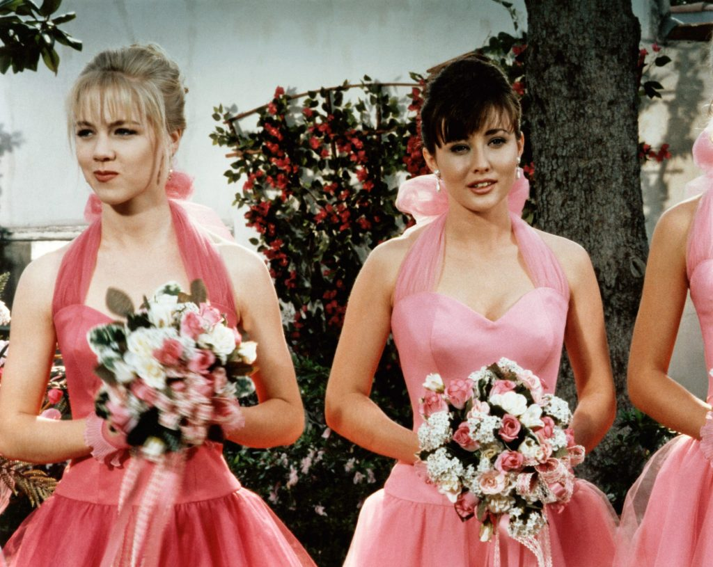 "Jennie Garth and Shannen Doherty stand side-by-side during the Season 2 episode ""Wedding Bells Blues"""