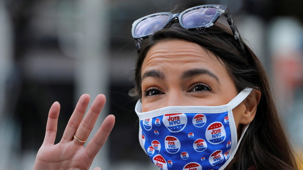 Republicans & Democrats clash over how to celebrate Thanksgiving amid pandemic after AOC says her family will gather via ZOOM CALL