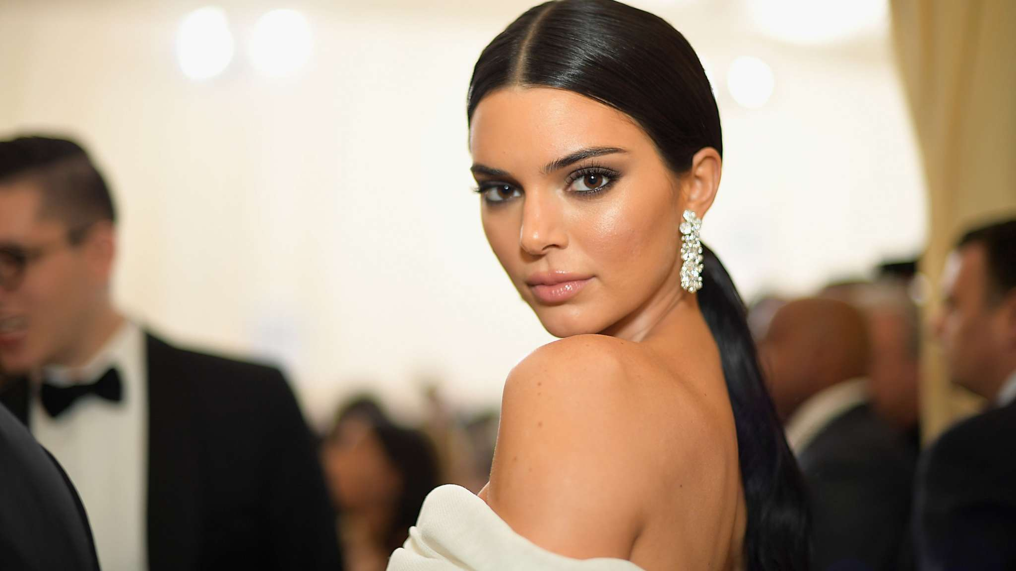 KUWTK: Kendall Jenner Chose A Relaxing Trip To Kris' Place In Palm Springs With Kylie And Hailey Baldwin For Her Birthday – Here's Why!