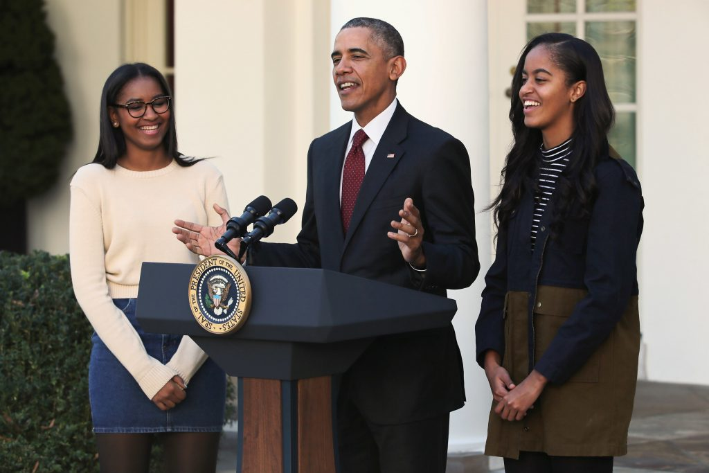 U.S. President Barack Obama delivers remarks with his daughters Sasha (L) and Malia during the annual turkey pardoning ceremony in the Rose Garden at the White House November 25, 2015 in Washington, DC.