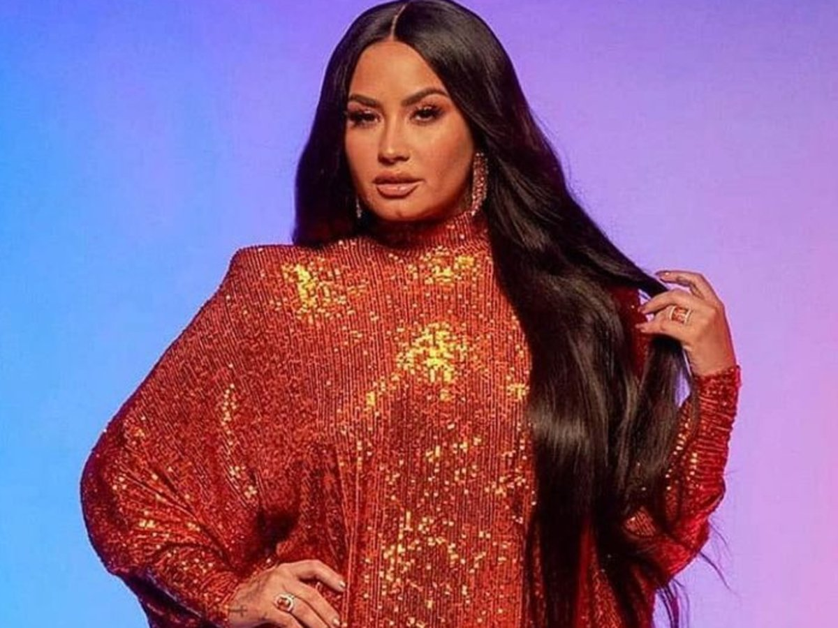 Demi Lovato Glitters In Naeem Khan At People's Choice Awards — See Her Gorgeous Look!