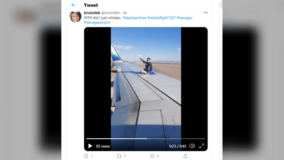 Man arrested for invading tarmac & climbing on wing of packed passenger airliner in Las Vegas (VIDEO)